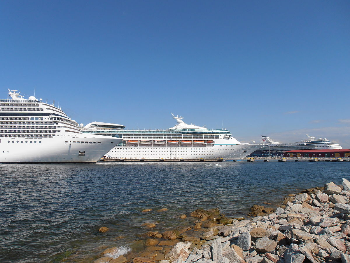 1200px-MSC_Poesia_Vision_of_the_Seas_&_Mein_Schiff_2_in_Tallinn_13_June_2012
